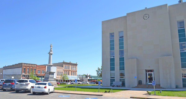 A restoration would bring this 1966 remodel of the courthouse back to 1888's grandeur.